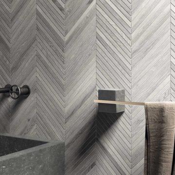 mosaico-bagno-effetto-legno