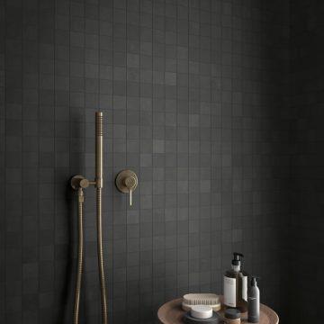 mosaico-bagno-effetto-metallo