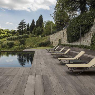 pavimenti per piscine effetto legno