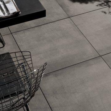 Pavimentazione per esterno sopraelevata effetto cemento