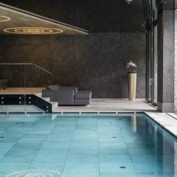 rivestimenti per piscina hotel
