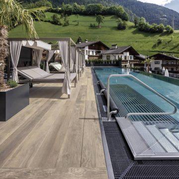 pavimenti per piscine in finto legno