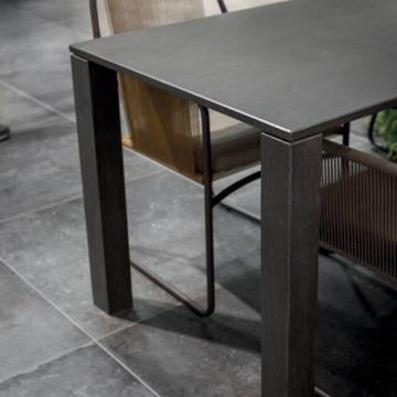 tavolo gres porcellanato effetto legno