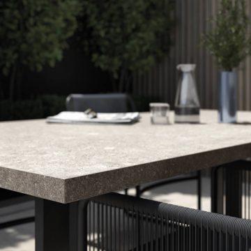 tavolo esterno in gres porcellanato